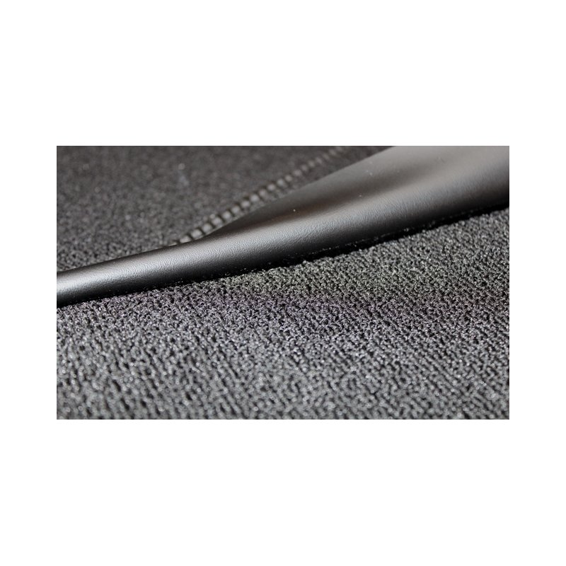 schwarzer teppichsatz teppich schlingenware f r mercedes w115. Black Bedroom Furniture Sets. Home Design Ideas